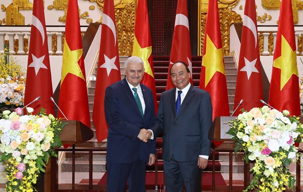 土耳其总理圆满结束对越南进行的正式访问 hinh anh 1