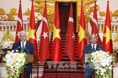 土耳其总理:越土关系发展潜力仍巨大 hinh anh 1