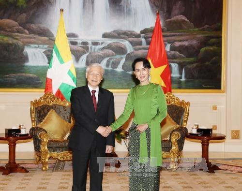 越共中央总书记阮富仲会见缅甸国家顾问昂山素季 hinh anh 1