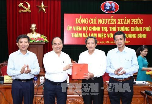 阮春福希望广平省成为促进越南旅游业发展的一股大风 hinh anh 1
