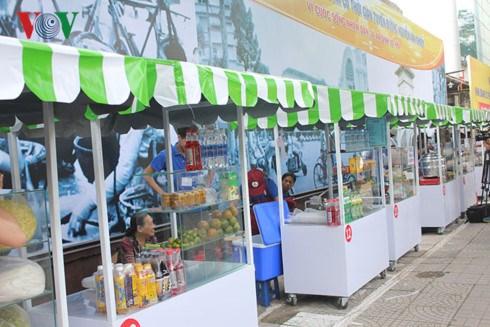 胡志明市首两条小吃街正式开街 hinh anh 1