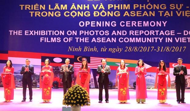 东盟共同体纪录片和摄影作品展在宁平省举行 hinh anh 1