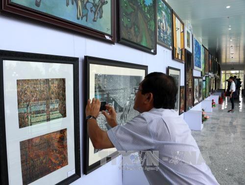 第22次九龙江三角洲地区美术展在后江省举行 hinh anh 2