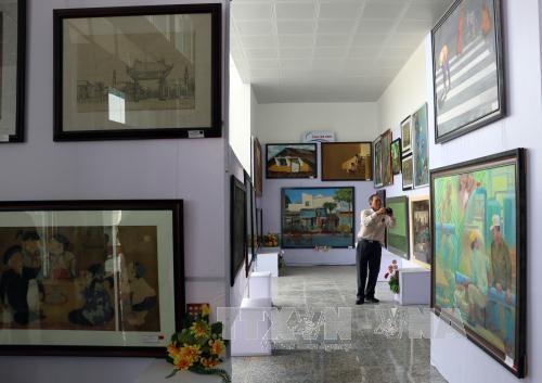 第22次九龙江三角洲地区美术展在后江省举行 hinh anh 3