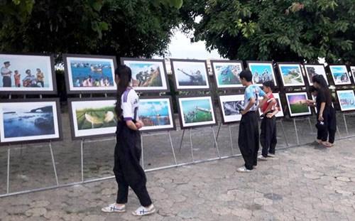 """""""广义人与海洋岛屿""""图片展对外推介广义省风土人情之美 hinh anh 2"""