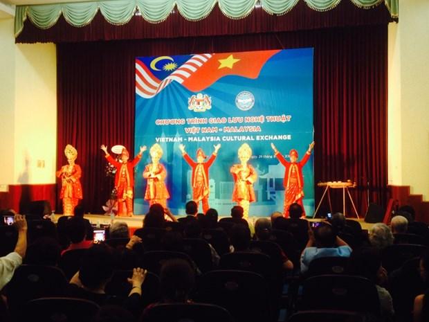越南与马来西亚艺术交流活动在河内举行 hinh anh 1