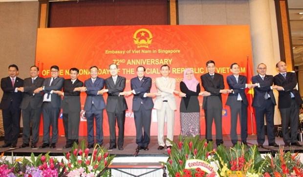 越南与新加坡承诺一道努力为东盟共同体建设做出贡献 hinh anh 1