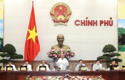 阮春福:在9月份着手解决简化行政审批程序中所存在的问题 hinh anh 1