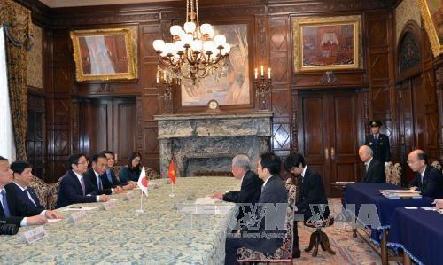 范明正会见日本参议院议长伊达忠一和外务大臣河野太郎 hinh anh 1