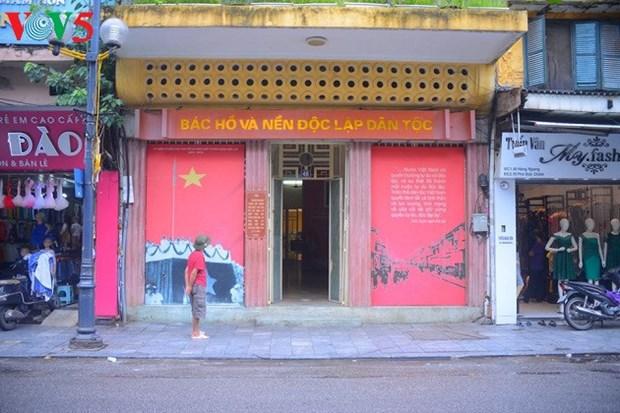 造访胡志明主席撰写宣告越南民主共和国诞生的《独立宣言》的地方 hinh anh 1