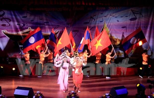 越老建交55周年:歌颂越老特关系的歌曲创作大赛决赛在老挝举行 hinh anh 1