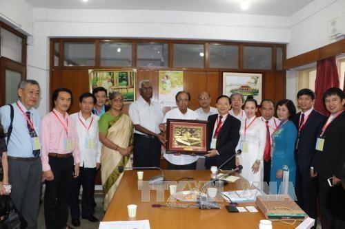 印度共产党领导人会见越南人民代表团 hinh anh 1