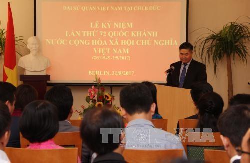 越南驻德国和加拿大大使馆举行国庆72周年纪念活动 hinh anh 1