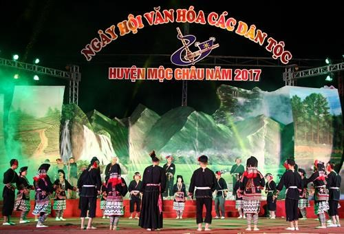 2017年山罗省民族文化节正式开幕 hinh anh 1
