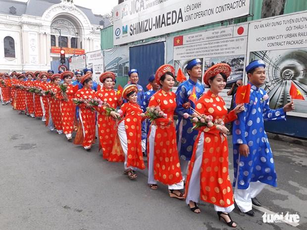 胡志明市100对青年工人集体婚礼在国庆日举行 hinh anh 1