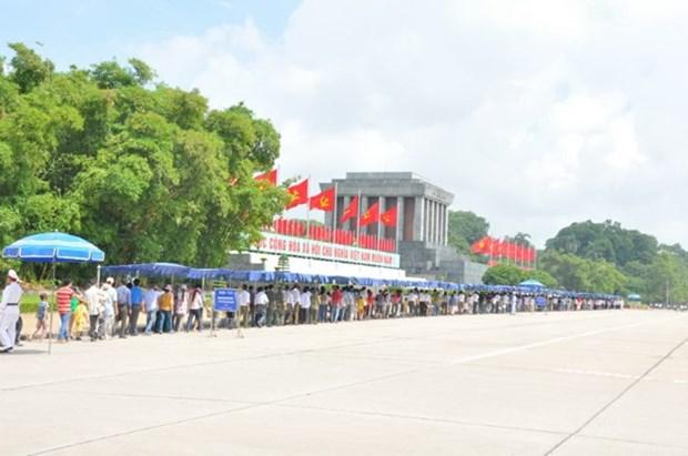 九·二国庆日: 胡志明主席陵墓接待游客量近1.5万人次 hinh anh 1