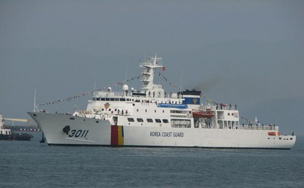 韩国海岸警卫队BADARO号训练船访问岘港市 hinh anh 1