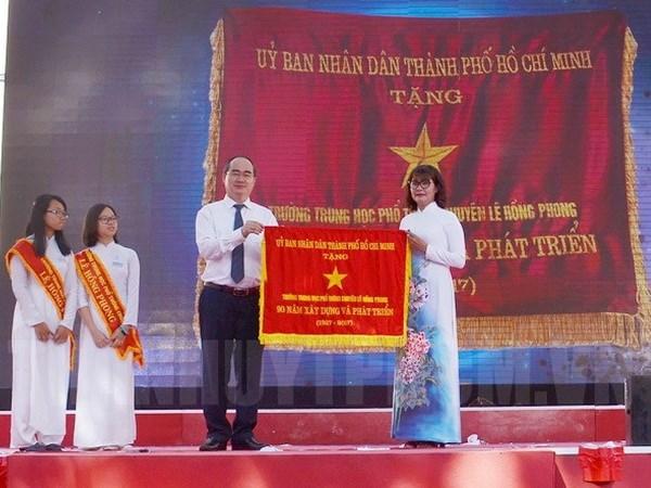 越南党和国家领导人出席各学校开学典礼 hinh anh 1