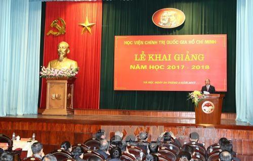 越南政府总理阮春福出席胡志明国家政治学院开学典礼 hinh anh 1