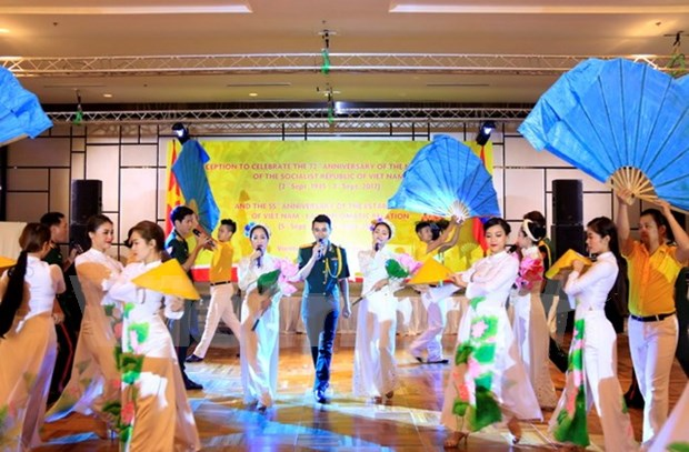 越南驻老挝大使馆举行活动 庆祝8月革命和9•2国庆节 hinh anh 1