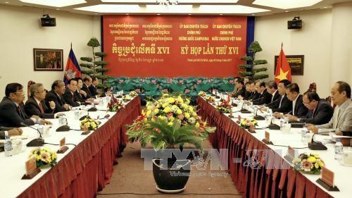 越南与柬埔寨加强合作 寻找归宿在柬牺牲的越南志愿军和烈士遗骸 hinh anh 1