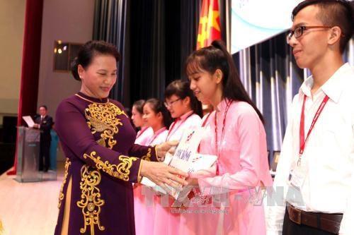 党、国家领导人出席全国各所学校开学典礼 与师生们共同分享喜悦 hinh anh 1