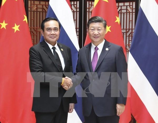 泰中两国领导人承诺进一步深化合作 hinh anh 1