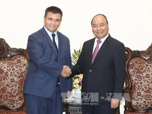 越南政府总理阮春福会见乌克兰外长克里姆金 hinh anh 1