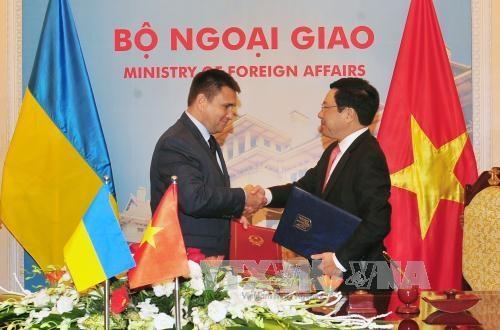 乌克兰外交部部长圆满结束对越南的正式访问 hinh anh 1