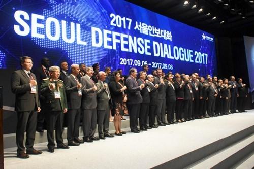 越南代表出席2017年首尔防务对话和2017年越南-韩国国防政策对话 hinh anh 1