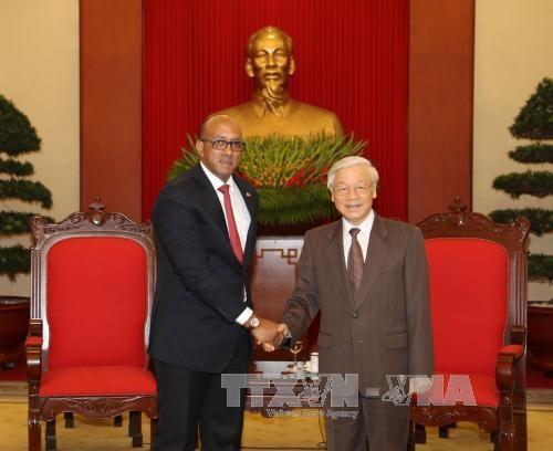 越共中央总书记阮富仲高度评价古巴驻越大使对越古关系的贡献 hinh anh 1
