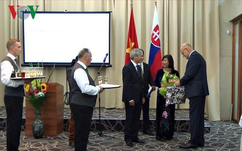 越南驻斯洛伐克大使馆举行越南国庆72周年纪念活动 hinh anh 1