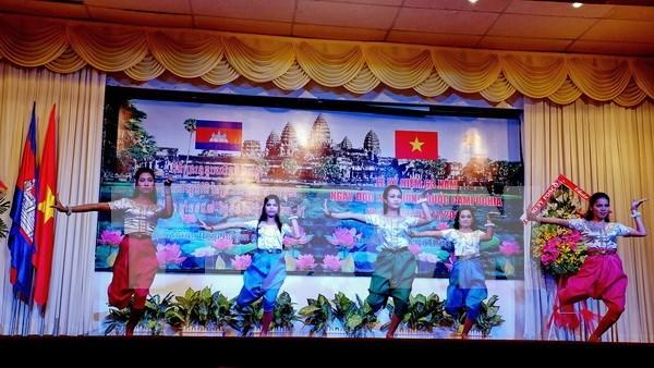 越柬两国青年联合会加强合作 hinh anh 1