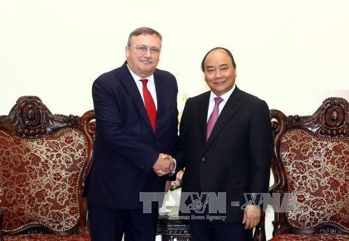 政府总理阮春福会见匈牙利驻越南大使尔利·萨巴 hinh anh 1