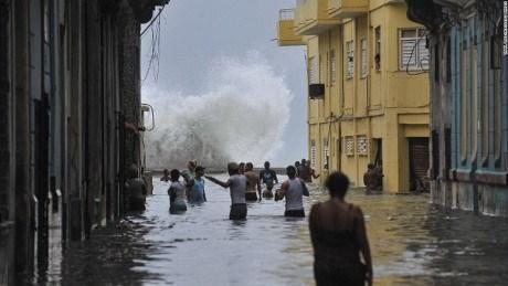 越南领导人就古巴遭飓风袭击向古巴方面致慰问电 hinh anh 1