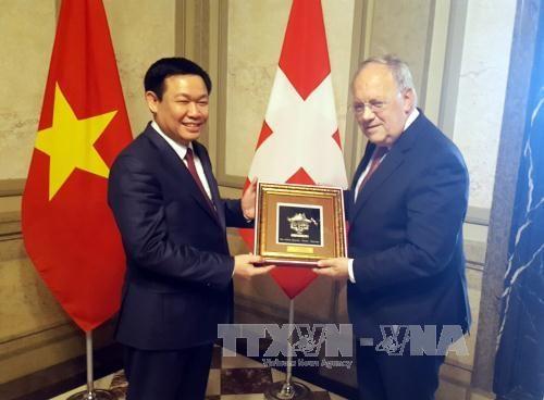 越南政府副总理王廷惠对瑞士进行工作访问 hinh anh 1