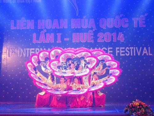 """24个艺术团参加越南""""2017年国际舞蹈节"""" hinh anh 1"""