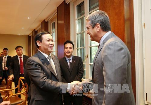 越南政府副总理王廷惠同世界贸易组织领导举行工作会谈 hinh anh 1