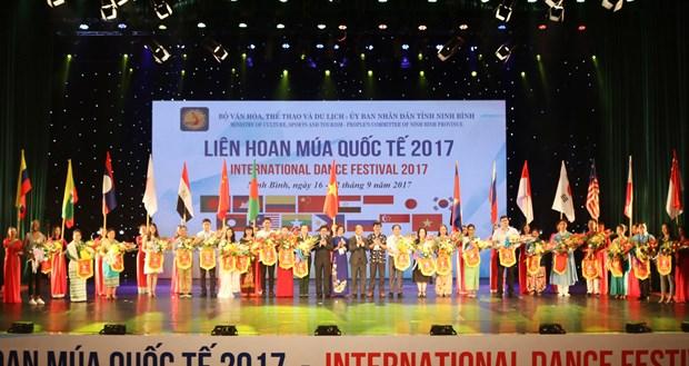 2017年国际舞蹈节在宁平省开幕 hinh anh 1