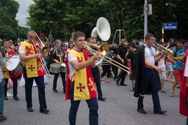 首次国际狂欢节在河内市步行街区热闹登场 hinh anh 2