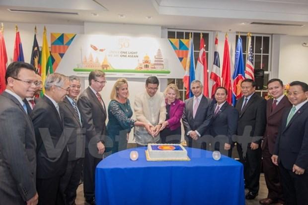 庆祝东盟成立50周年活动在美国和西班牙举行 hinh anh 1