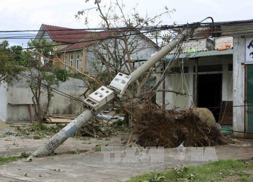 老挝政府总理就越南遭受第10号台风袭击向越南政府总理致慰问电 hinh anh 1