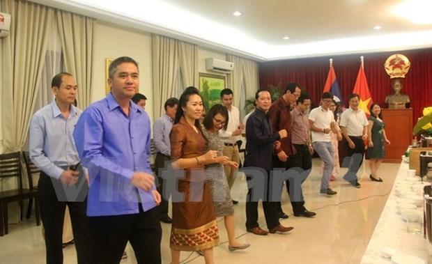 越老关系55周年:越南和老挝驻马来西亚大使馆举行体育文化交流 hinh anh 1