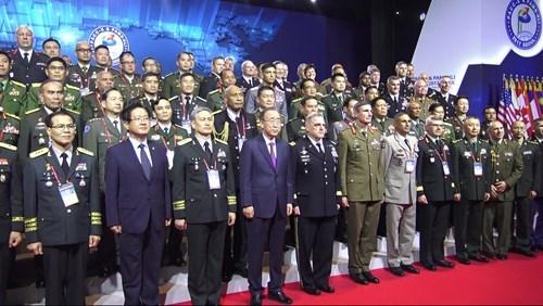 越南代表出席太平洋地区陆军参谋长会议及陆军管理研讨会 hinh anh 1