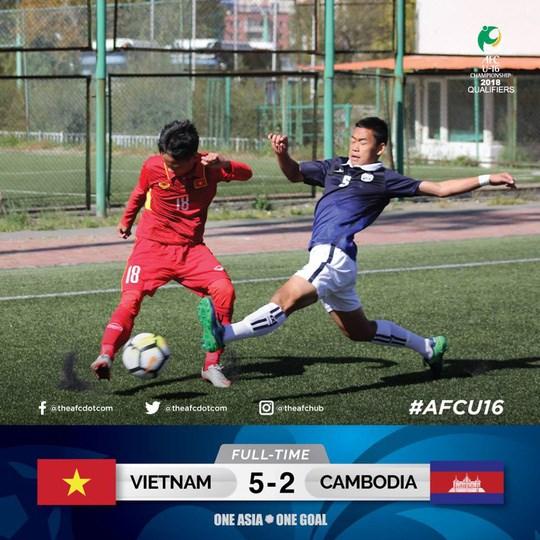 2018年U16亚少赛预选赛:10人越南队5比2击败柬埔寨队 hinh anh 1