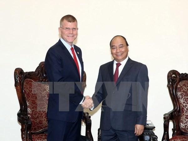越南政府总理阮春福会见亚洲开发银行副行长史蒂芬·格罗夫 hinh anh 1