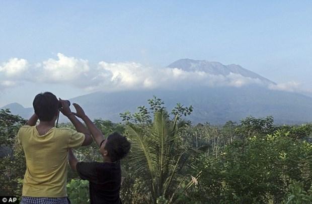 印尼巴厘岛阿贡火山睡50年后近期存在喷发的可能性 hinh anh 1