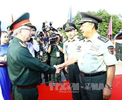 越中举行2017年第四次边境国防友好交流活动 hinh anh 1
