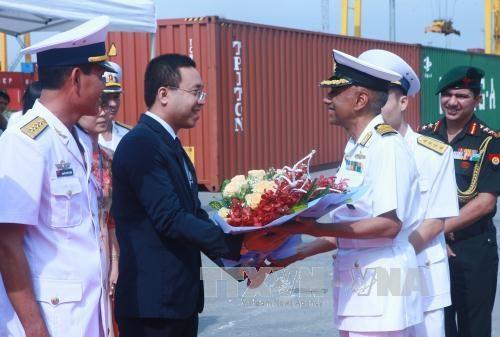 印度海军军船访问海防市 hinh anh 1