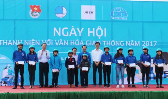 2017年青年与交通文化节在林同省举行 hinh anh 1